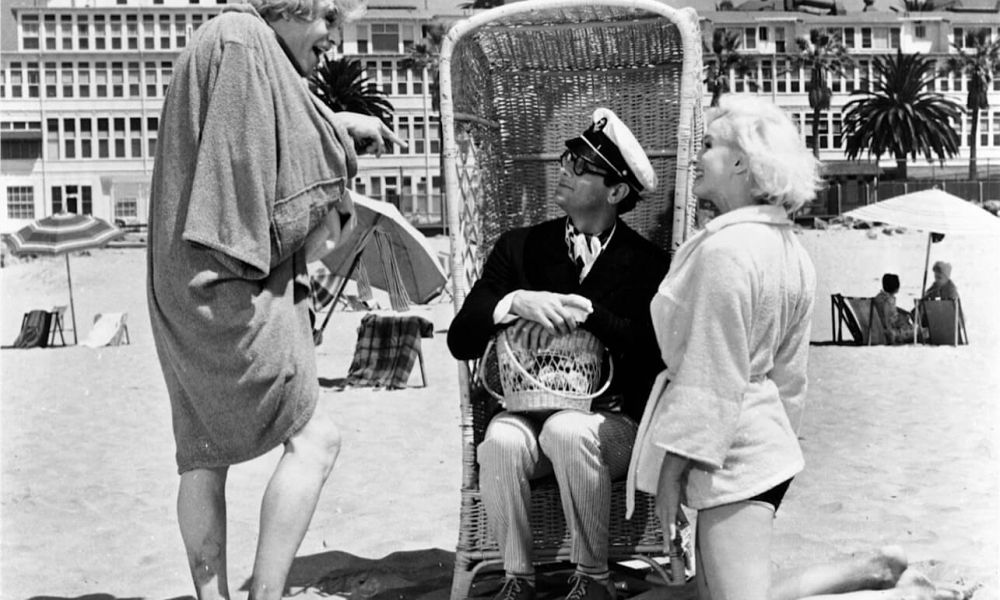 some like it hot movie critique Re-viewing some like it hot is invariably a rewarding experience, not because it is a great comedy but because it is a great movie full review | original score: 10/10 peter canavese groucho reviews.